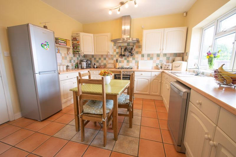 4 bed house for sale in Amblecote Road 3