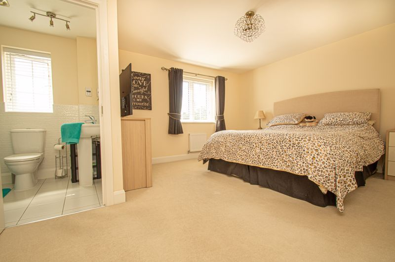 4 bed house for sale in Keller Walk  - Property Image 7