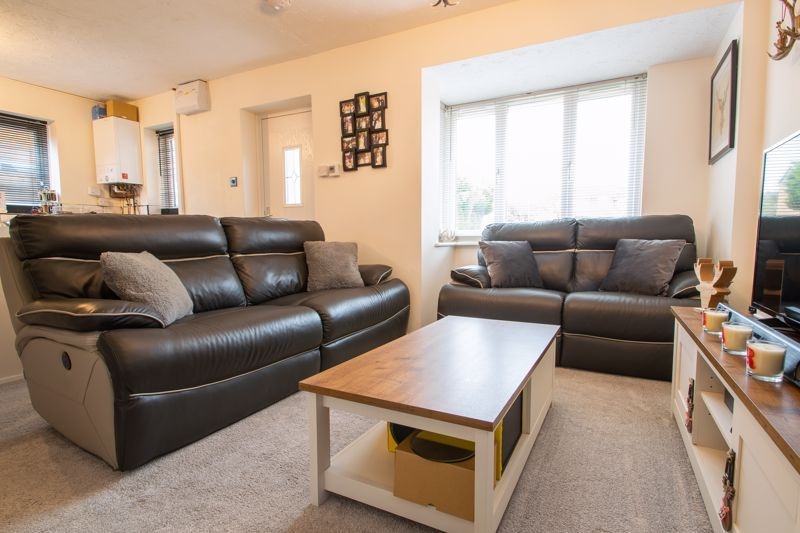 2 bed house for sale in Dadford View 3