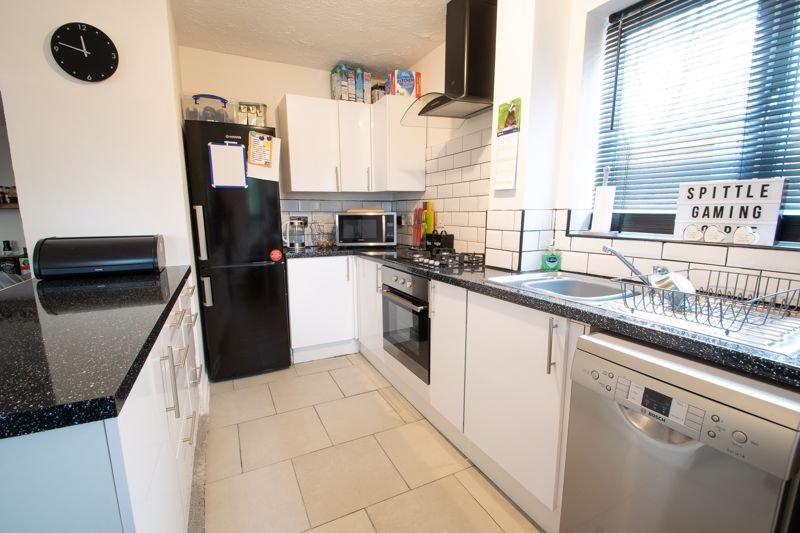 2 bed house for sale in Dadford View  - Property Image 4