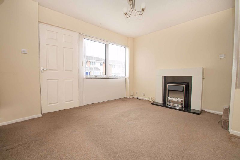 2 bed house for sale in Donnington Close 2