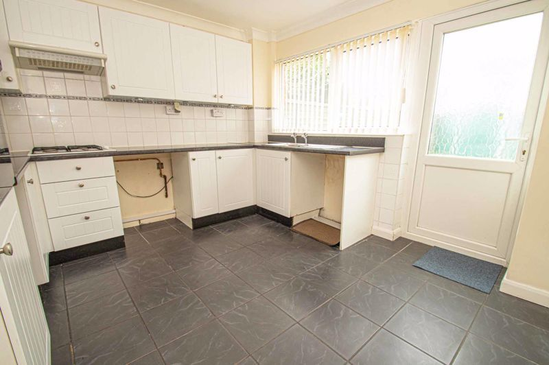 2 bed house for sale in Donnington Close 4