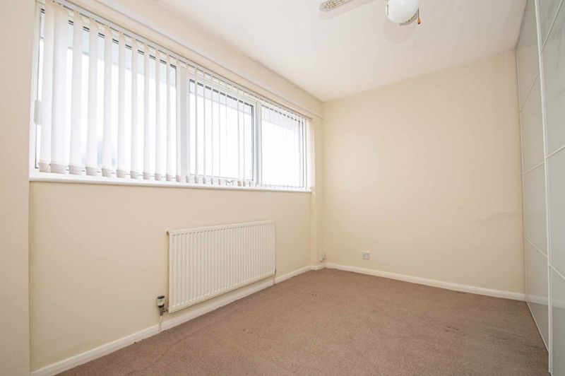 2 bed house for sale in Donnington Close 6