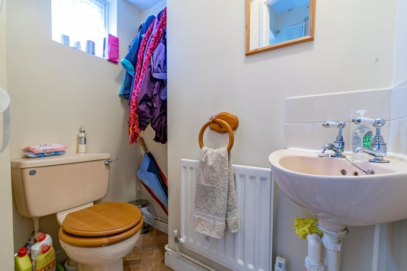 3 bed house for sale in Milford Close 14