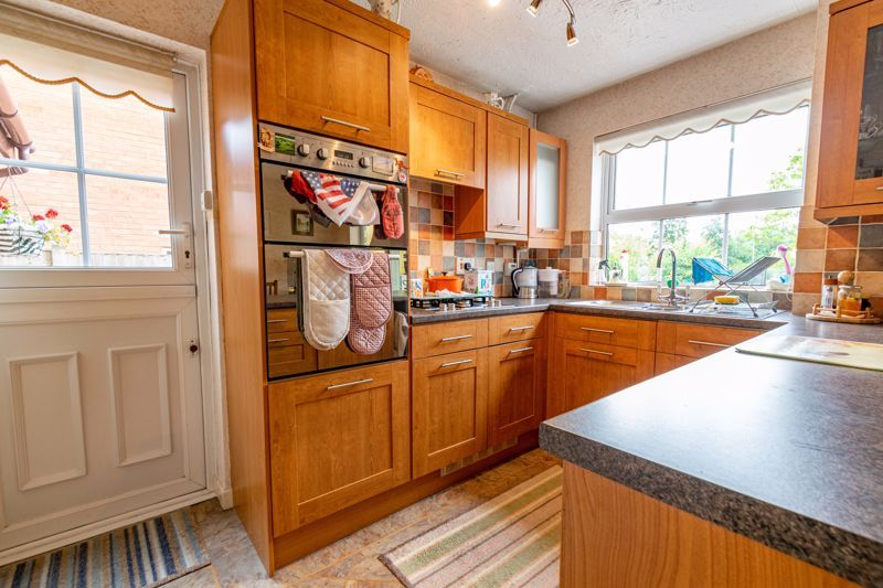 3 bed house for sale in Milford Close 4