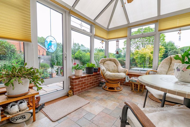 3 bed house for sale in Milford Close 7