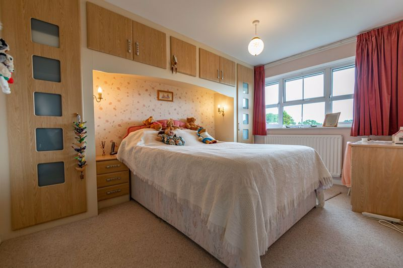 3 bed house for sale in Milford Close 8