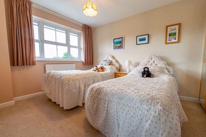 3 bed house for sale in Milford Close 9