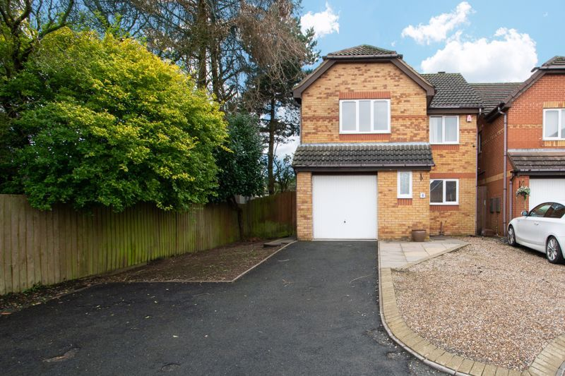 4 bed house for sale in Pear Tree Drive 1