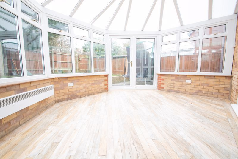 4 bed house for sale in Pear Tree Drive 6