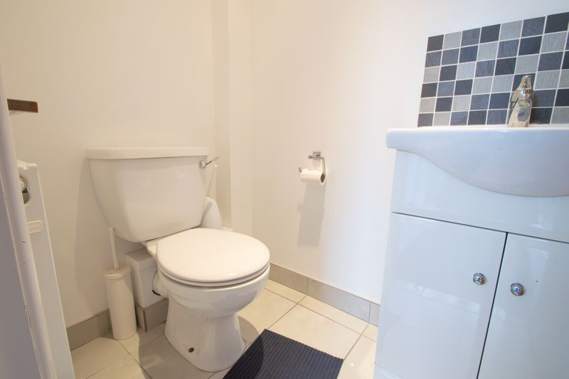 4 bed house for sale in Haden Hill Road 17