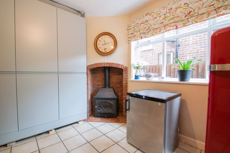 4 bed house for sale in Haden Hill Road 4