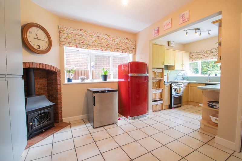 4 bed house for sale in Haden Hill Road 6