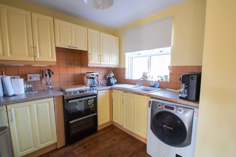 3 bed house for sale in Mendip Road  - Property Image 6