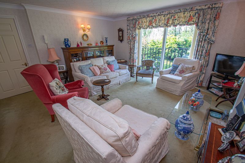 2 bed flat for sale in Woodfield  - Property Image 2