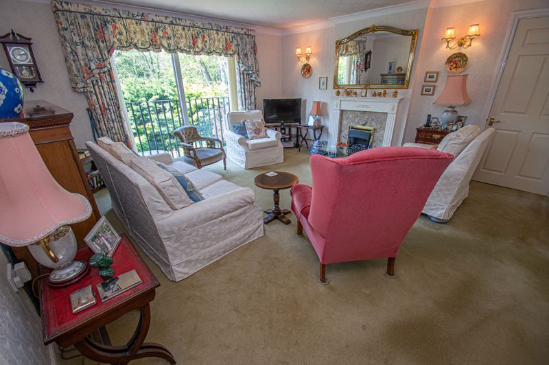 2 bed flat for sale in Woodfield  - Property Image 3