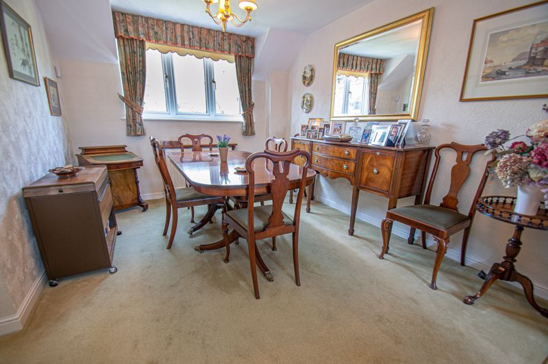 2 bed flat for sale in Woodfield  - Property Image 4
