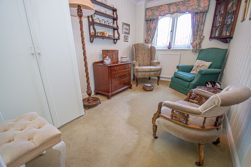 2 bed flat for sale in Woodfield  - Property Image 7
