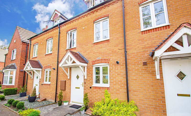3 bed house for sale in Chestnut Drive 1