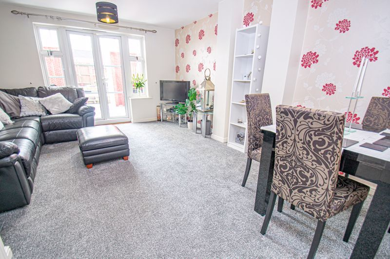 3 bed house for sale in Chestnut Drive 2