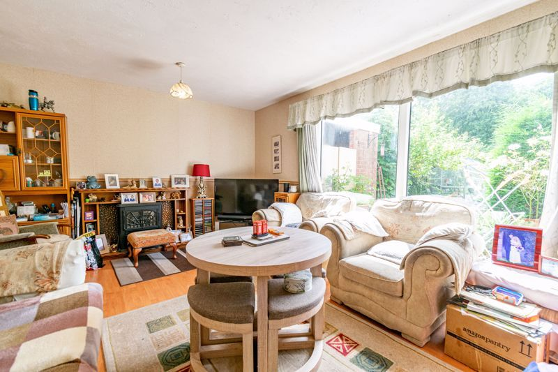 3 bed house for sale in Evenlode Close 3