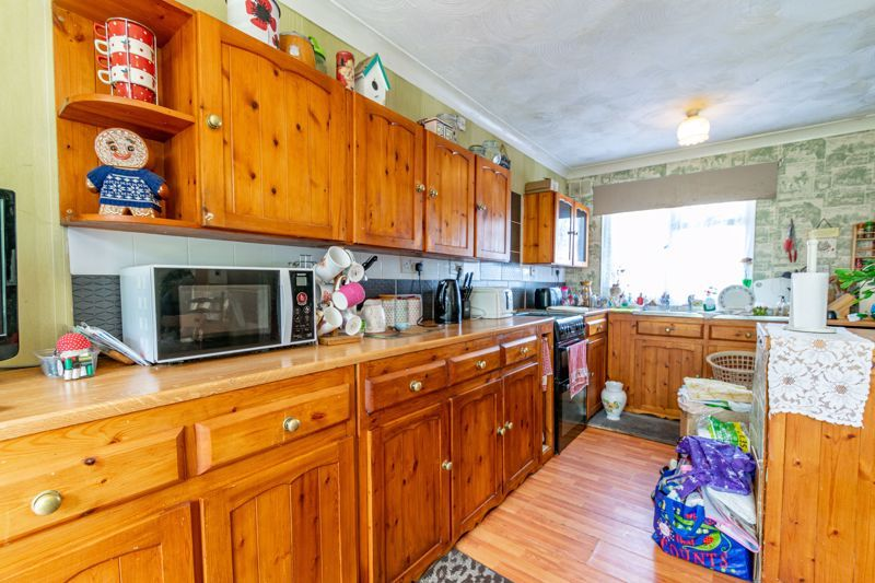 3 bed house for sale in Evenlode Close 5