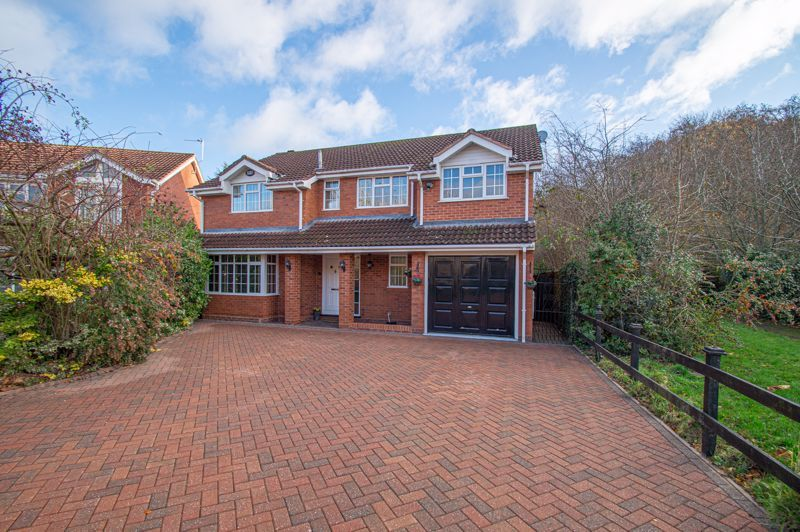 5 bed house for sale in Lineholt Close 1