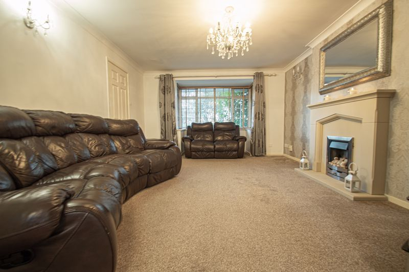5 bed house for sale in Lineholt Close 2