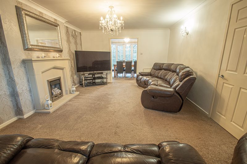 5 bed house for sale in Lineholt Close 16