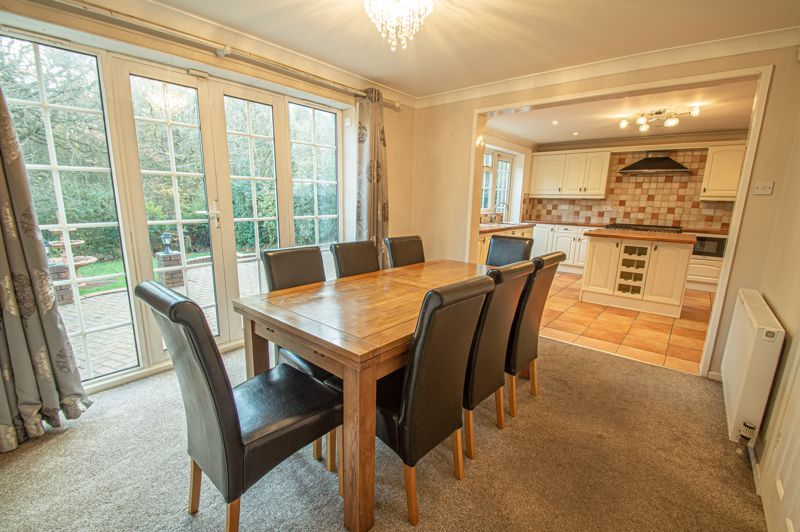 5 bed house for sale in Lineholt Close 3