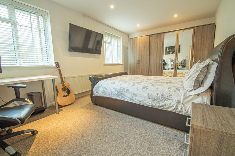 5 bed house for sale in Lineholt Close 7