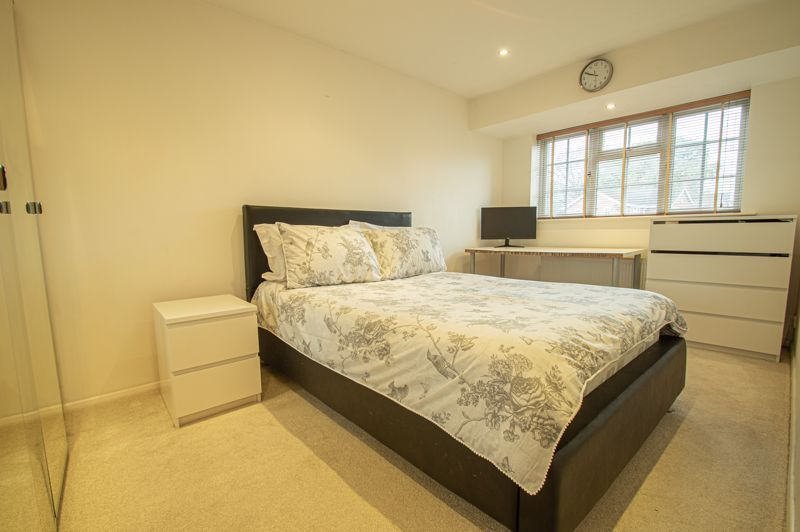 5 bed house for sale in Lineholt Close 8