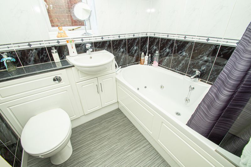 3 bed house for sale in Broomehill Close  - Property Image 12