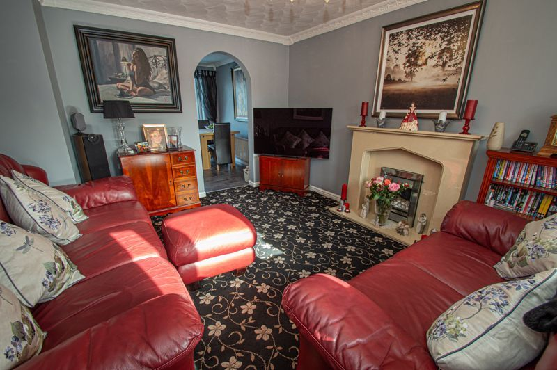 3 bed house for sale in Broomehill Close  - Property Image 3