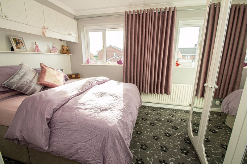 3 bed house for sale in Broomehill Close 9