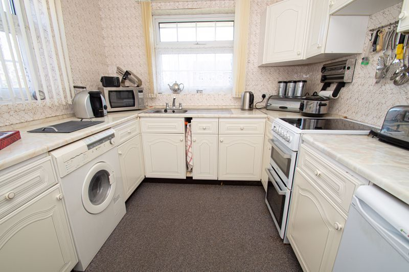 2 bed bungalow for sale in Ladbrook Close 4