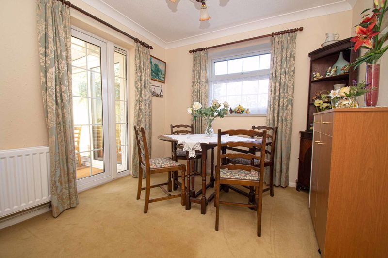 2 bed bungalow for sale in Ladbrook Close  - Property Image 5