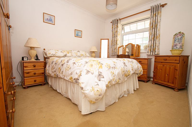 2 bed bungalow for sale in Ladbrook Close 8