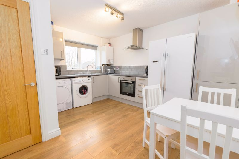 2 bed house for sale in Ashmores Close 3