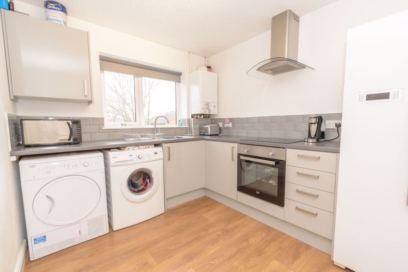 2 bed house for sale in Ashmores Close 5