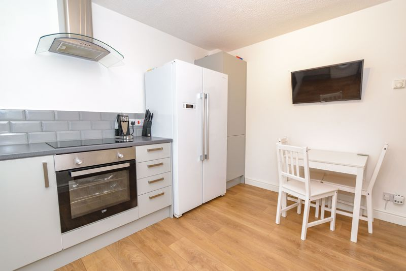 2 bed house for sale in Ashmores Close 6