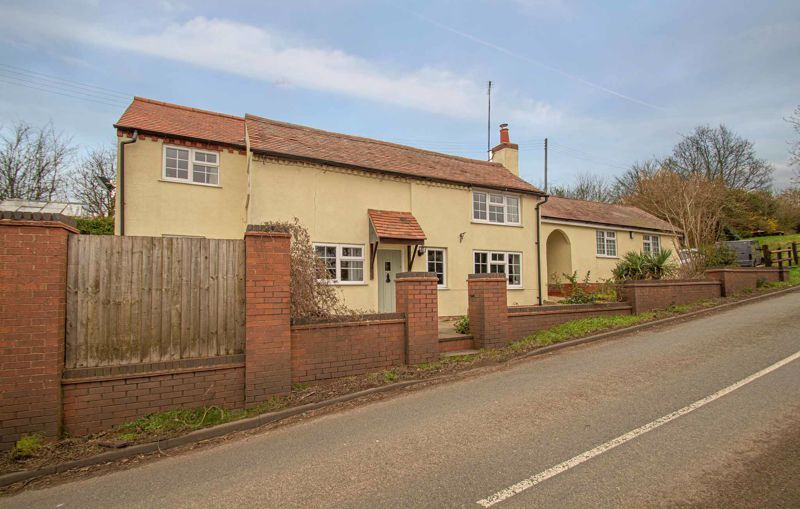 3 bed cottage for sale in Astwood Lane 2