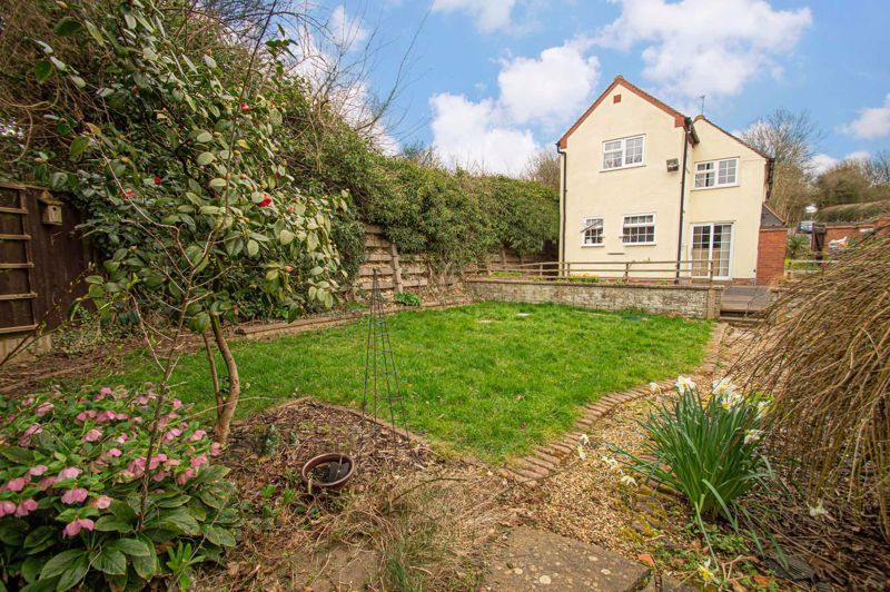3 bed cottage for sale in Astwood Lane 11