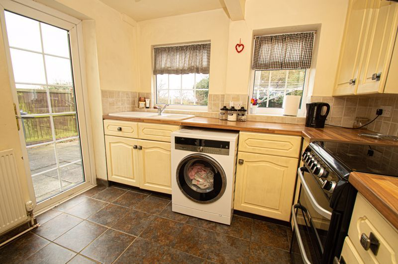 3 bed cottage for sale in Astwood Lane 5