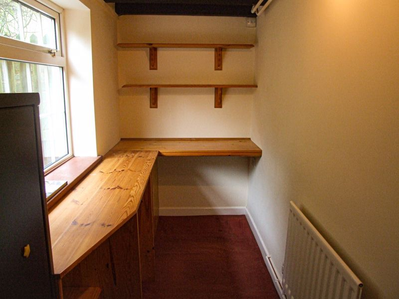 3 bed cottage for sale in Astwood Lane 6