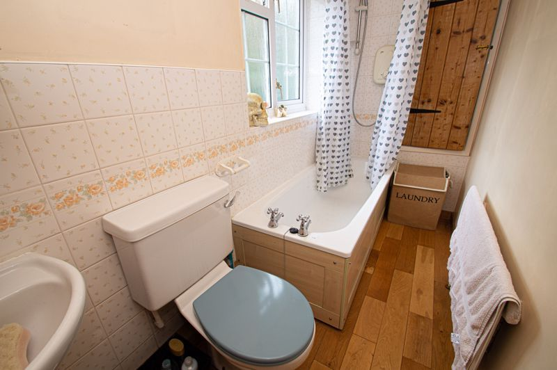 3 bed cottage for sale in Astwood Lane 10