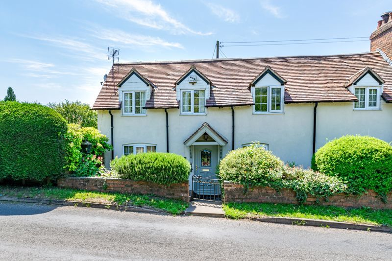 3 bed cottage for sale in Hewell Lane - Property Image 1