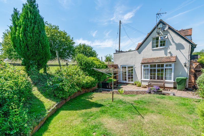 3 bed cottage for sale in Hewell Lane 14