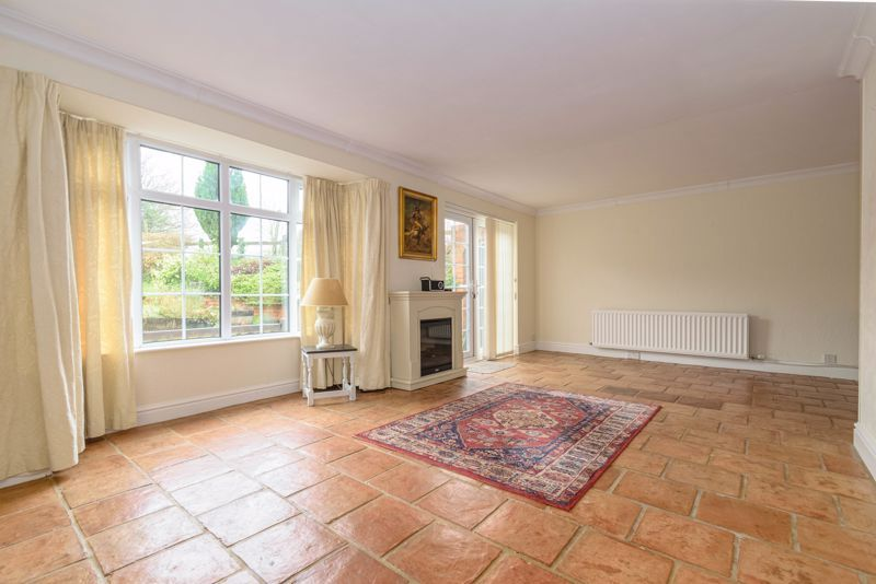 3 bed cottage for sale in Hewell Lane 3