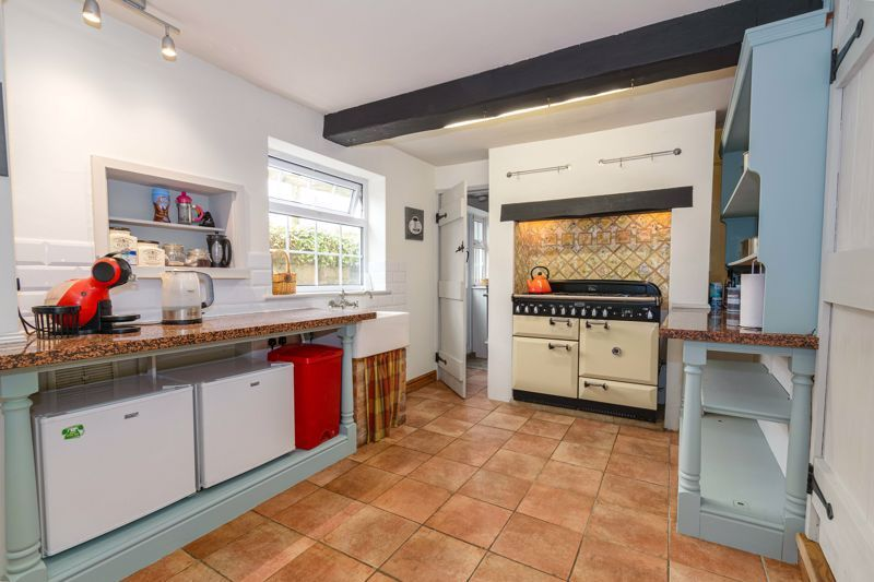 3 bed cottage for sale in Hewell Lane 5